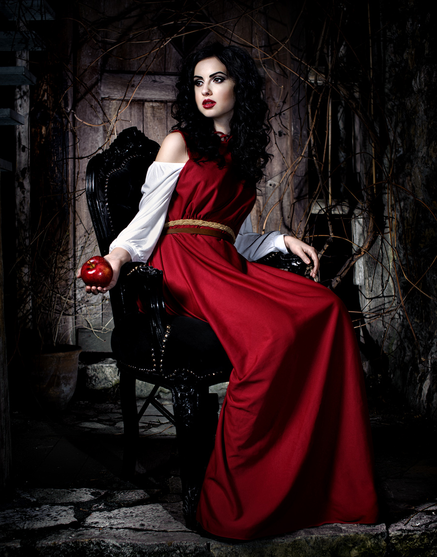 snow_white_by_uniqueproject-d4tv8in